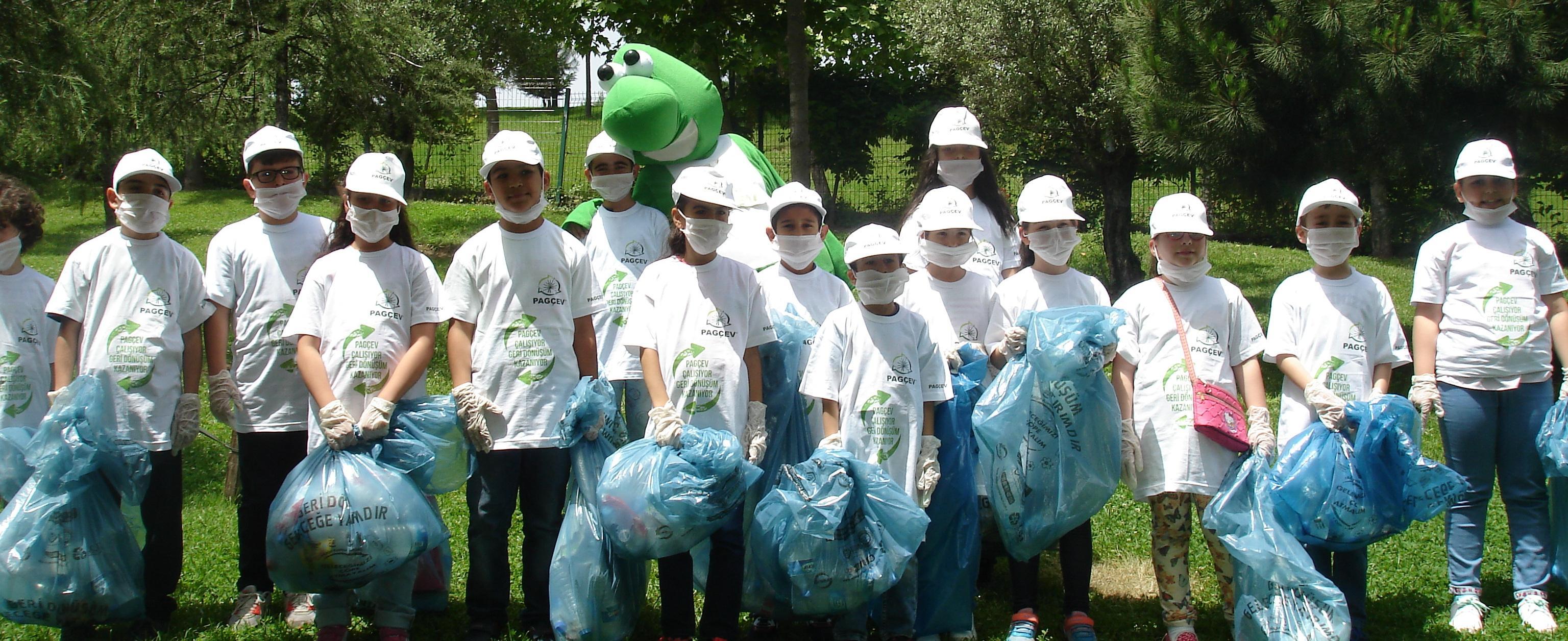 PAGÇEV, Çevre Haftası'nda Çocuklara Geri Dönüşümü Anlattı.