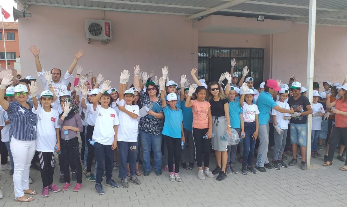 Milas Selimiye Orta Okulu Öğrencileri Çevre Haftası Kapsamında Atık Toplama Etkinliği Düzenledi